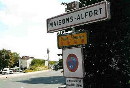Vue Sur Le Carrefour De La Resistance A Maisons Alfort Entre  La Route Blanche Sest Appelee Ici Et Jusqua Sens Rn Aujourdhui Cest D